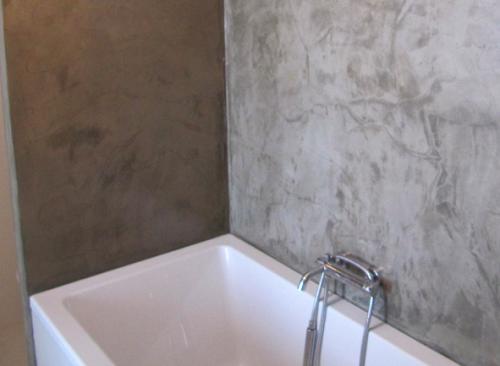 10 beton architektoniczny w łazience