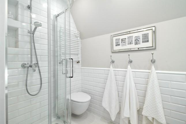 Izolacja kabiny prysznicowej folią w płynie